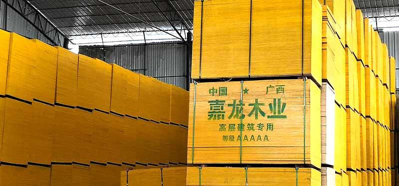 嘉龙木业生产的 松木建筑模板